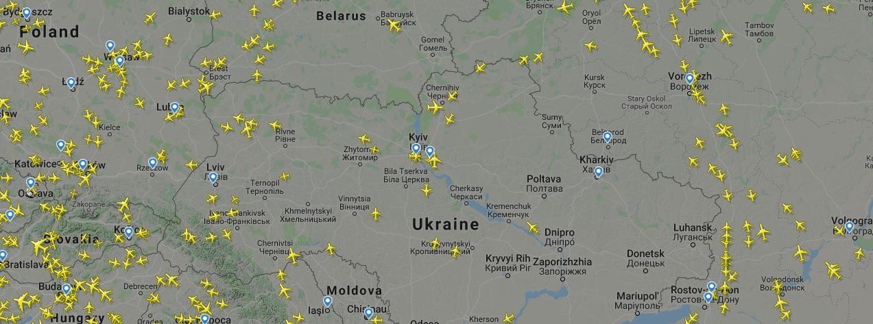 робота flightradar24, центральна частина повітряного простору України