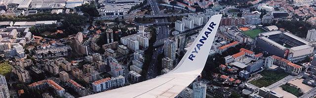 крило літака Boeing 737 авіакомпанії Ryanair