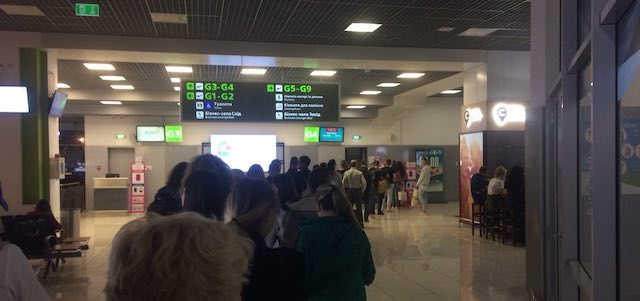 "посадка на літак в аеропорту ""Київ"""