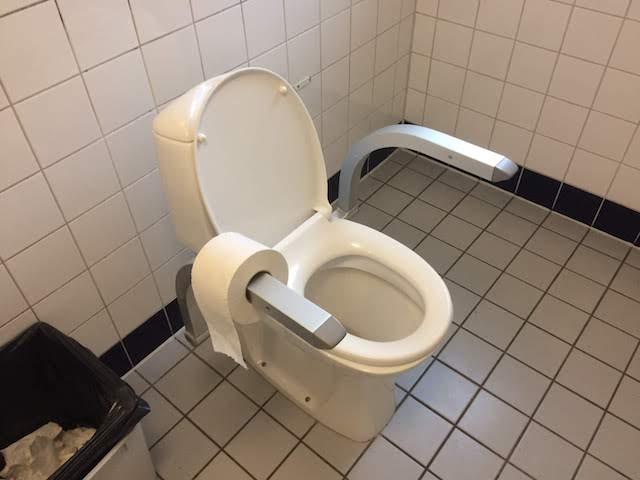 залізнична станція Sandefjord, туалет