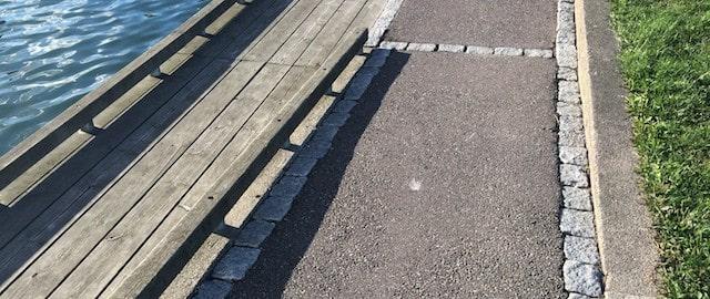 тротуар коло порта