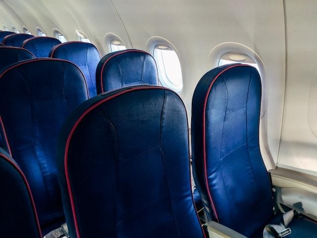 салон літака авіакомпанії WizzAir